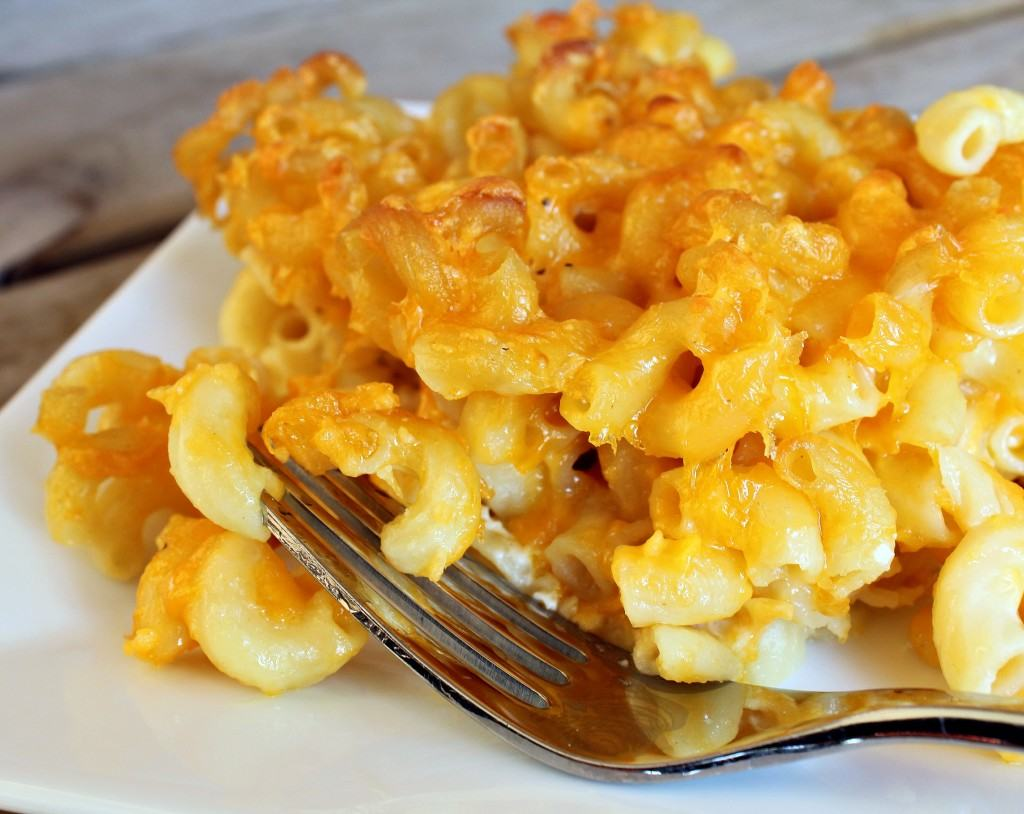 Easiest Ever Baked Macaroni and Cheese (with VIDEO)