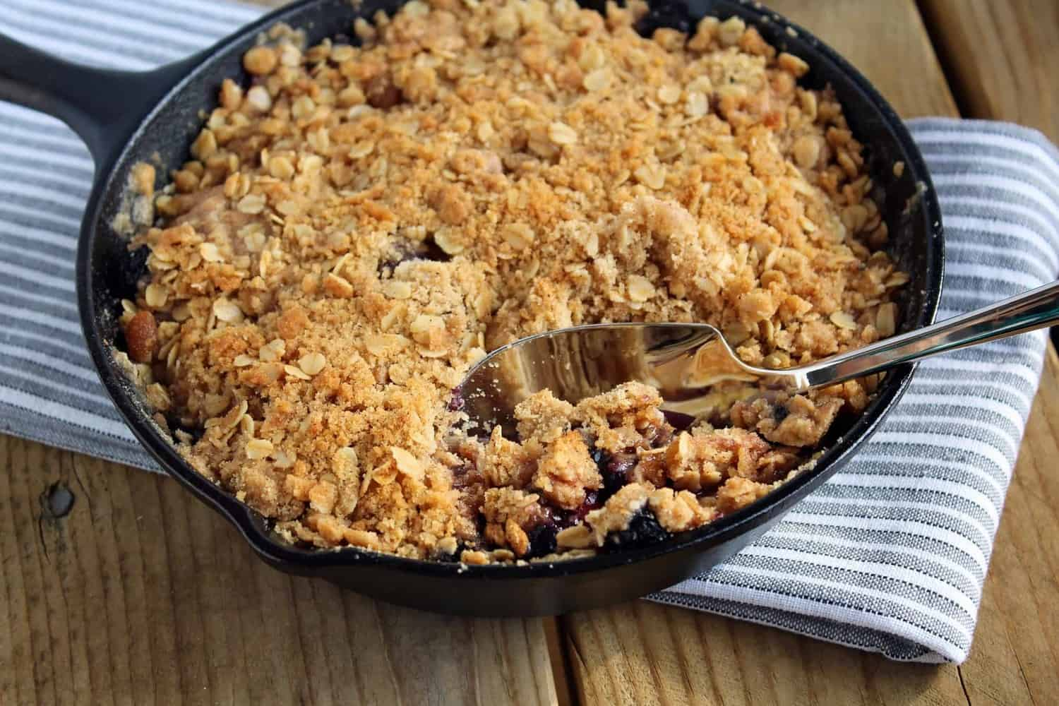 This apple blueberry crisp recipe is served in an adorable cast iron ...