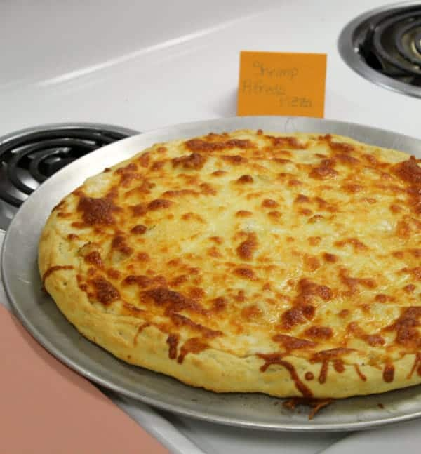 Shrimp-Alfredo-Pizza-600