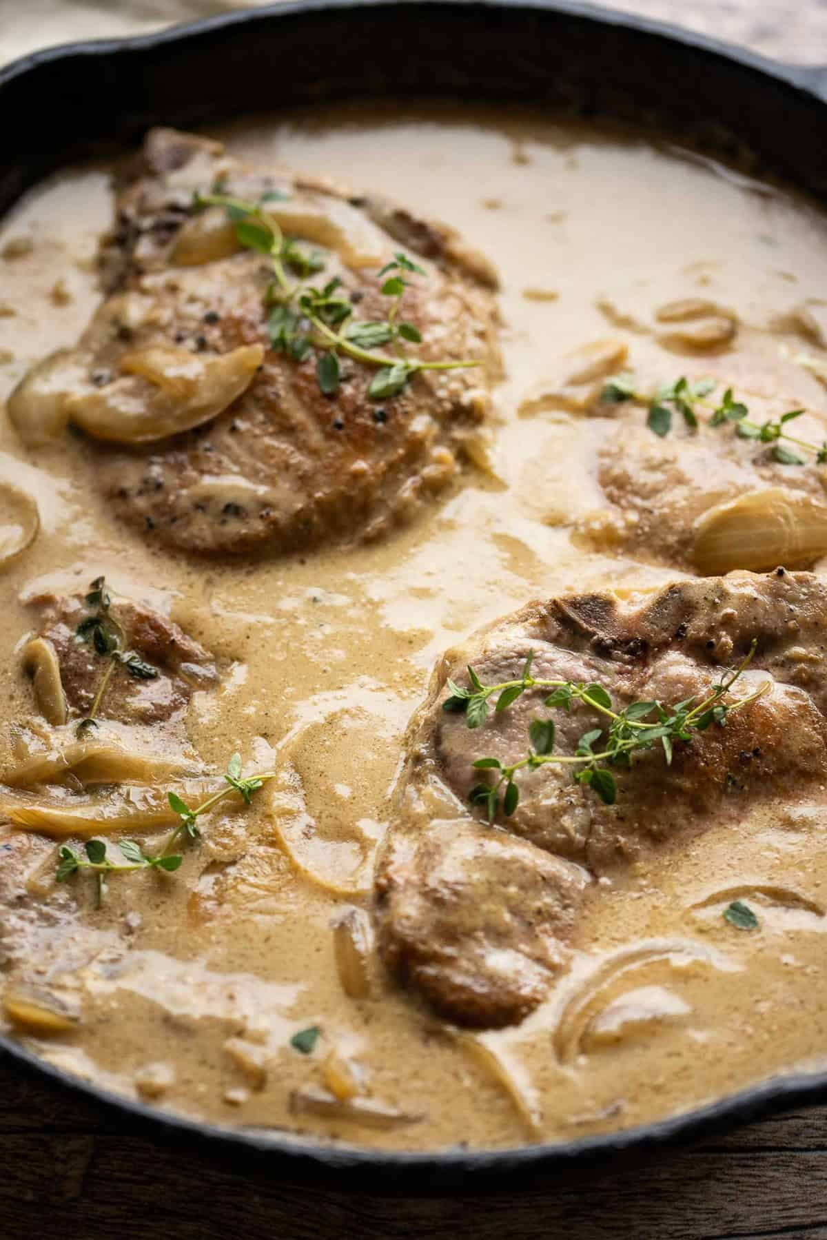 Pork chops in creamy gravy.