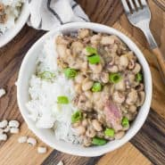 Hoppin' john in a bowl garnished with green onions.